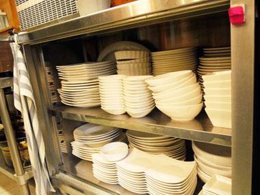 白いカフェ食器は撮影で料理が映えます