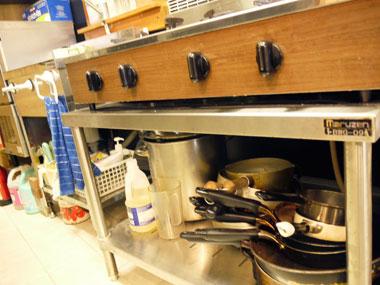 レンタルキッチンスタジオでは珍しい業務用4口ガスコンロ