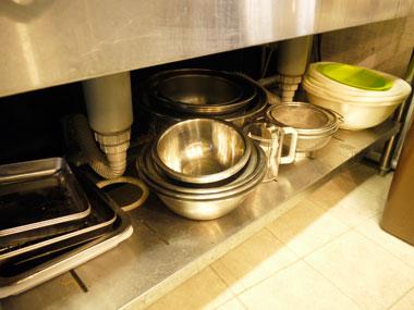 調理道具のステンレスボールや水切りザル