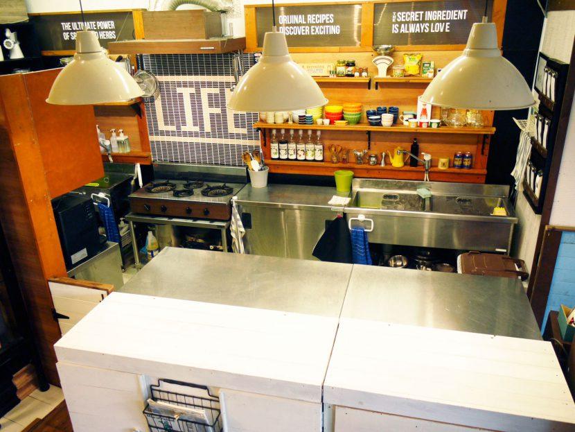 カウンターキッチンのパーテーションは取り外し可能